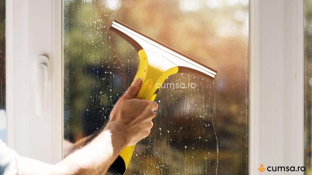 Solutie de curatat geamurile facuta in casa